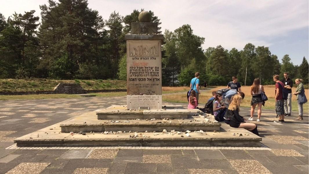 Bergen Belsen 2