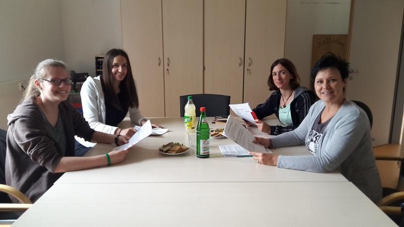Die Jury: Inga und Egzona aus der 9b und Frau Nickel-Lange und Frau Kupfer-Wyss